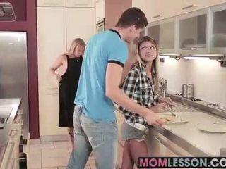 Gina sees उसकी स्टेपमोंम सकिंग उसकी bf और teaches उसकी एक lesson