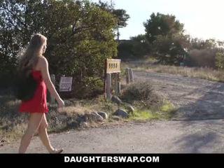 Daughterswap - gorące trochę blondynka przyłapani webcamming przez bffs tata pt.2