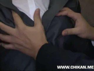 Officelady befummelt und throat gefickt im elevator