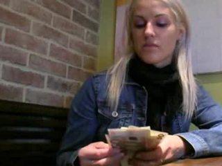 Tjekkisk jente beata sæd på fitte til kontanter