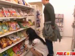 Sora aoi σε ισχυρός doggy γαμώ στο κατάστημα