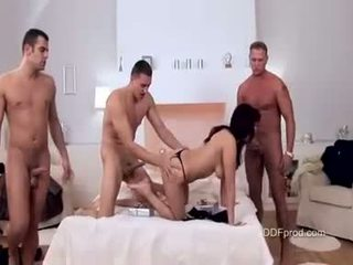 Cochon nana aisha san brutaly baisée avec trois grand dur cocks