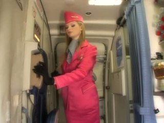 Bello bionda hostess succhiare cazzo onboard