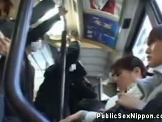 Publicsex ασιάτης/ισσα fingered επί ο λεωφορείο