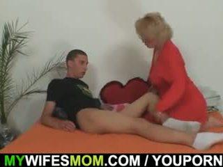 Mother-in-law fucks ei fiu în drept