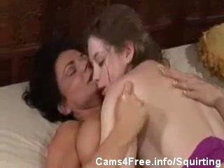 Seksi milf deauxma squirts di sunny lane!
