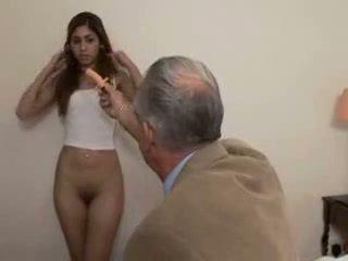 Abuelo fucks adolescente chica