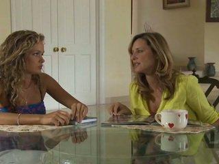 Old in mlada lezbijke test njihovo novo zapeljivo