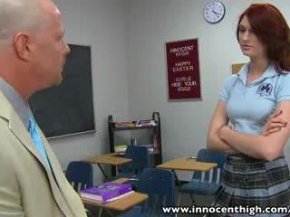 Innocenthigh pelirroja escolar adolescente alana rains spanked follada