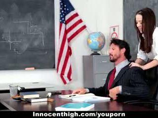Innocenthigh - 學校 女孩 desperate 為 老師 s 公雞