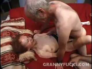 močiutė, cumshot, threesome