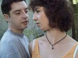 大胸部, 法国人, 肛门