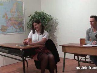 Sexy fransk arab student rumpe knullet i threeway av henne classmates