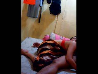 インドネシアの ベイブ had 彼女の プッシー licked と fingered