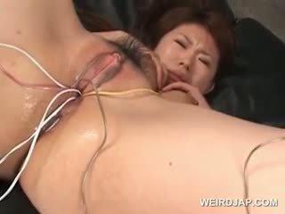Ασιάτης/ισσα tramp gets αυτήν μαλλιαρό υγρός twat πατήσαμε με vibrators