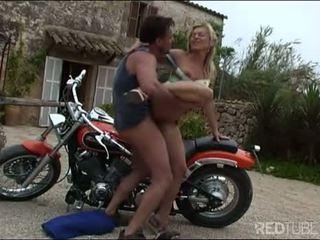 Nezbedný máma jsem rád šoustat motorkářky souložit pro a safe jízda