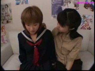 Diáklány csókolózás -val neki tanár getting neki mellbimbók szívás