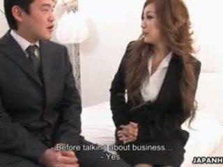 Escritório senhora aiko nagai em um bizarro sexo a três
