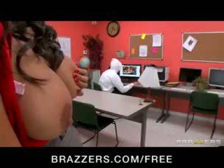 Sexy big-tit latina bibliotecario missy martinez scopata difficile a lavoro