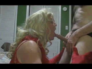 Blonda crossdresser blows mare pula greu
