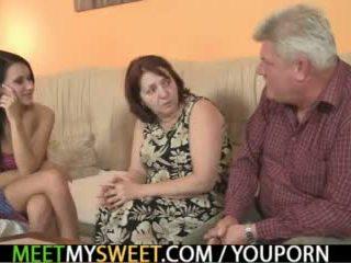Sex-crazed starý parents súložiť jeho dievča