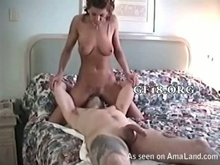 Sitting on his ýüz and squirts