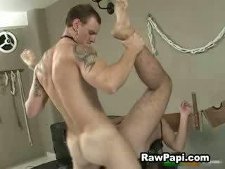 Łaciński guy locked w górę i on dostać fucked w górę ciężko