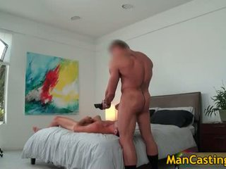 Sexy stud mike sucks jizzster và gets