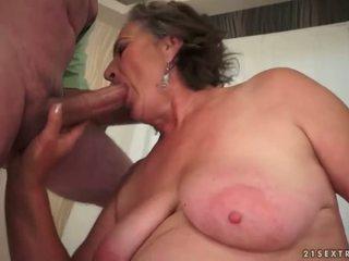 Berbulu perempuan tua enjoying menjijikan seks