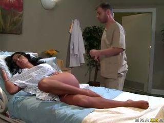 Sienna west gets baisée dur par docteur vidéo