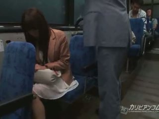 Chikan прецака на автобус