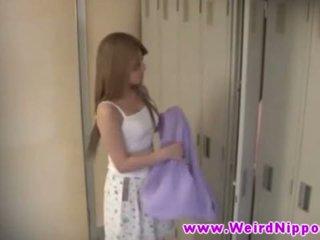 Гаряча молодий азіатська немовлята оголена в locker кімната