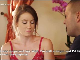 Молодий virgin знімання одягу