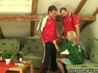 Vana blond pleasing two friends