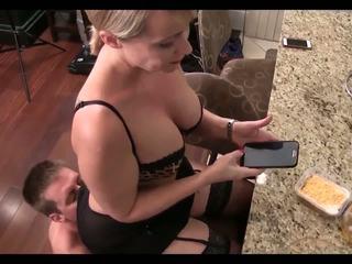 Изпразване за вашият мама: безплатно изпразване за мама hd порно видео 42
