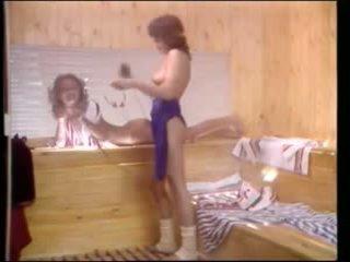 Vintage porno - aerobic lesbiennes in sauna