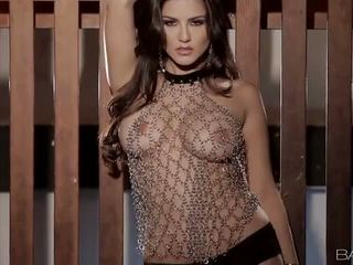 Hot Milf Sunny Leone Play With Her Nice Pussy Video
