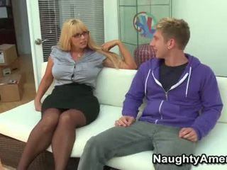 Big boobies blondinka momma opens wide for young sik