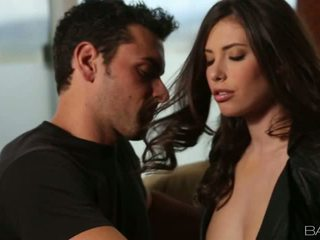Insanely סקסי casey calvert gets מזוין ב ספה וידאו