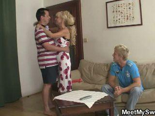 Среща мой сладъл: син watches като негов gf licked и прецака от parents