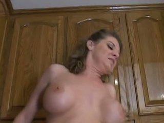 Chaud mature mère kayla quinn enjoys une taste de grand noir bite