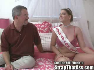 Robbie gets a gaping pakaļu no the strapon princese aka: candi apple