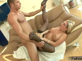 Bitchy gorące ahryan astyn gets a bogate spurt z kutas cream na jej twarz