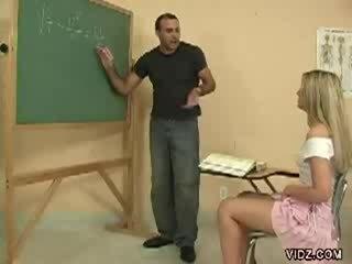 Nadržané učiteľka gombík značky študent show pička