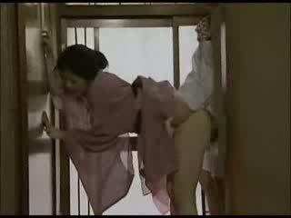 Japanska hemmafru i kimono körd video-