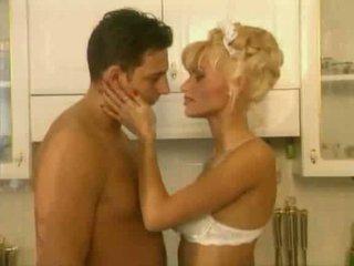 Anita blond je a vroče služkinja video