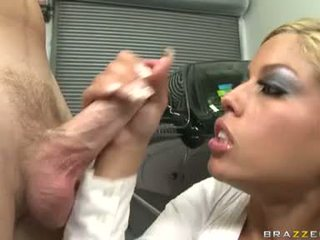Szexi utcalány bridgette b enjoys egy meaty shaft drilling unfathomable -ban neki édes száj