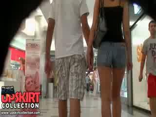 Il caldi denim jeans ragazza was walking con suo bf ma esso didn