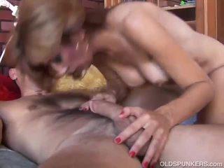 pornerbros cougar au gros seins