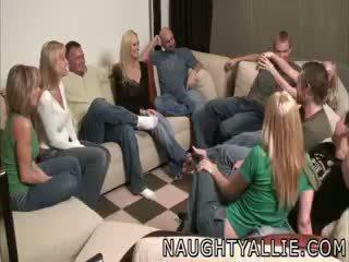 Bên trò chơi leads đến một to truy hoan tập người lung lay vợ